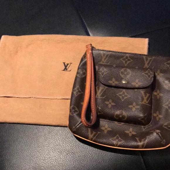 4f1f64cefa99 Louis Vuitton Handbags - Monogram Partition Classic Wristlet